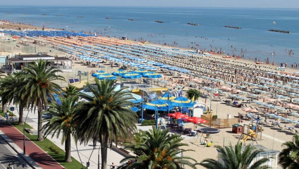 Bandiere blu 2017 ecco le migliori spiagge premiate in for Soggiorno blu roma