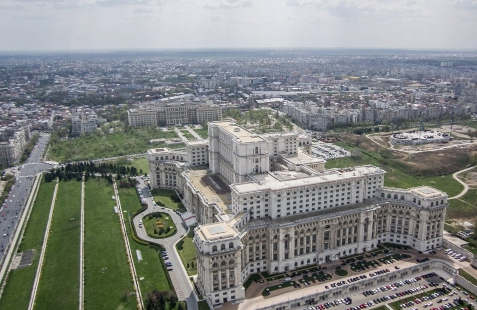 Il palazzo del parlamento bucarest 100tour for Parlamento on line