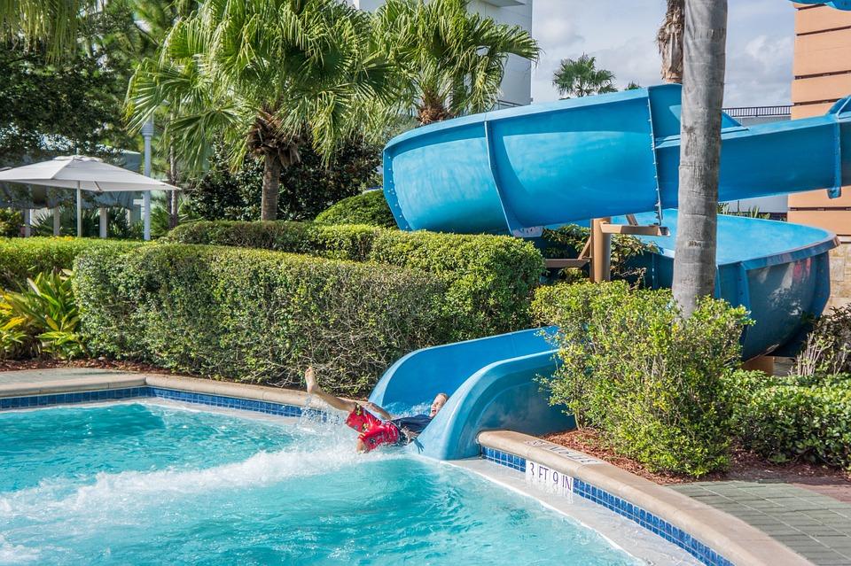 Parchi divertimento, i parchi acquatici sono decisamente i più divertenti e apprezzati in estate.